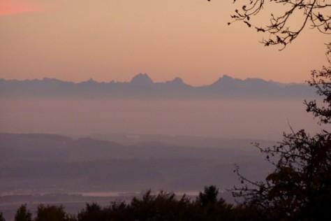 Abenddämmerung mit Alpenblick.