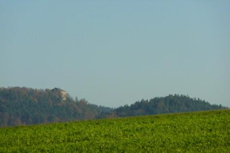 Blick auf den kubusförmigen Bergfried von Saldenburg.
