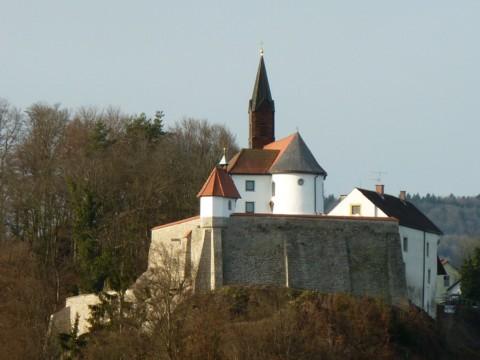 Die Burg Ranfels ist privat. Der Innenhof und die Kapelle sind frei zugänglich.
