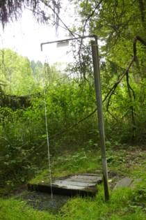 Freiluft-Dusche im Wald