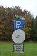Am Parkplatz von Entschenreuth, um zum Wackelstein bei Solla zu wandern.