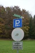 Am Parkplatz.